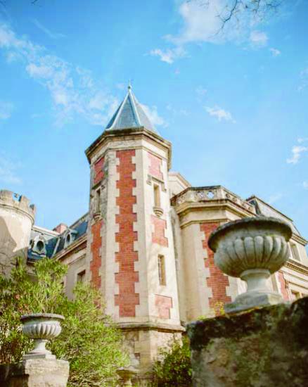 La tour rouge du château